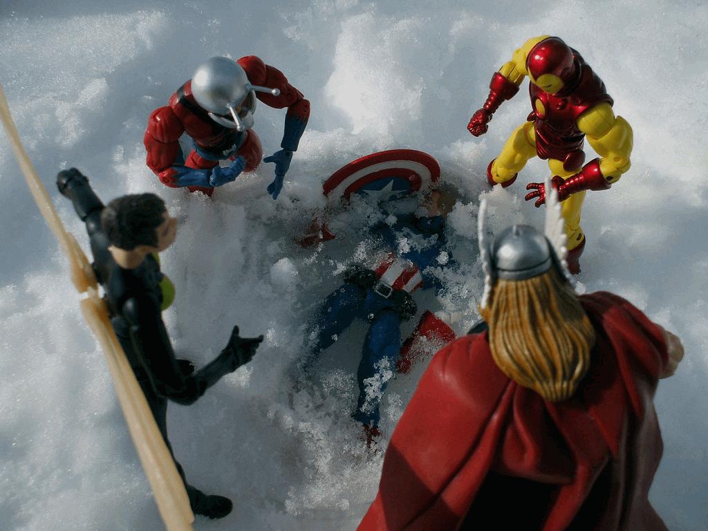 The Avengers phát hiện anh đang được ướp đông