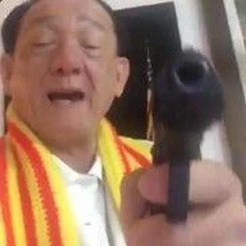 Meme cầm súng nổi tiếng của Trần Dần