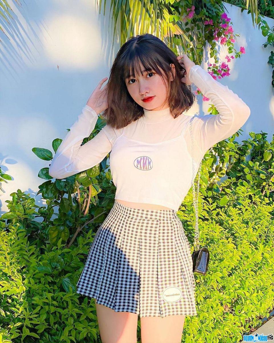 Tiktoker Khánh Huyền với style thời trang trẻ trung